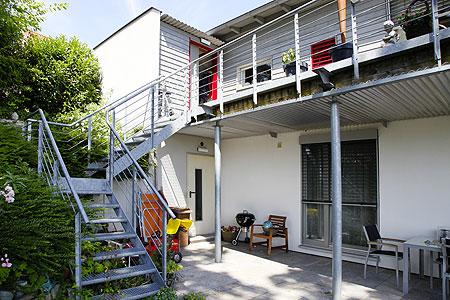 balkon mit treppe balkon mit treppe was kostet ein carport mit balkon hinter der carport. Black Bedroom Furniture Sets. Home Design Ideas